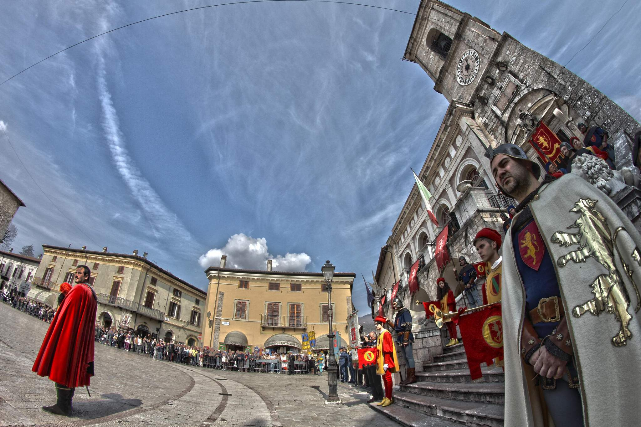 figuranti_piazza_e_scale_8mm_HDR